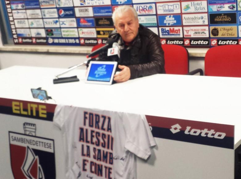 Il presidente Fedeli e la maglia regalata ad Alessio Ciucci