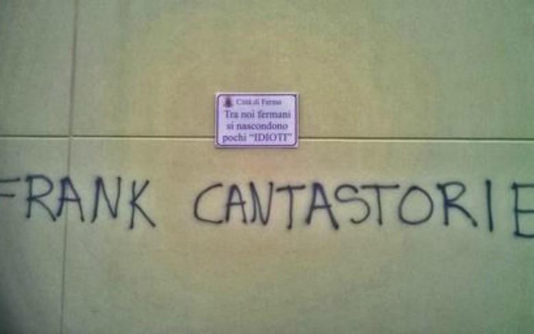La scritta offensiva (foto tratta dal sito Ansa)