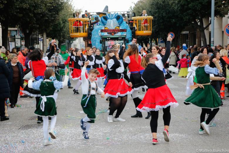 Carnevale di Martinsicuro, sfilata dei carri