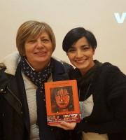 Anna Agostiniani e a destra la sua collaboratrice Giulia Bornacinteo Renzi
