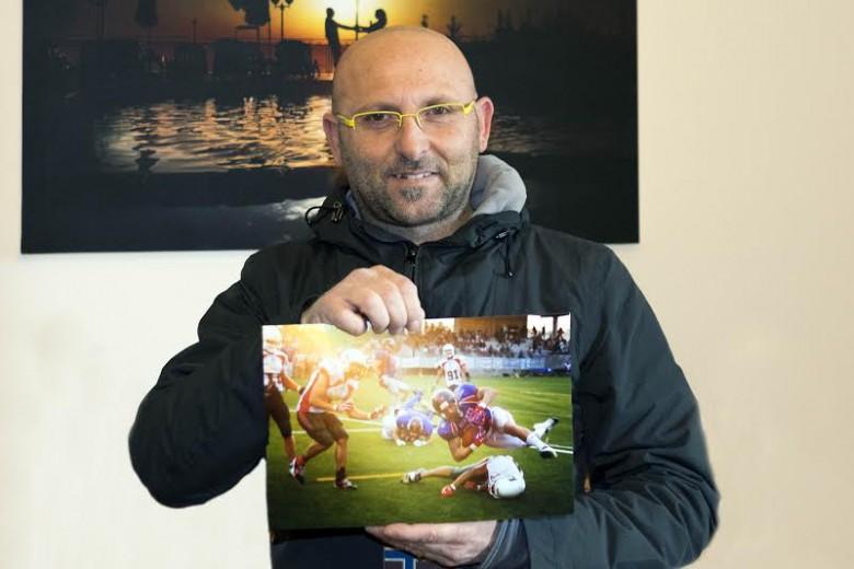 Alberto Cicchini con la foto vincitrice del primo premio Sport ad Orvieto