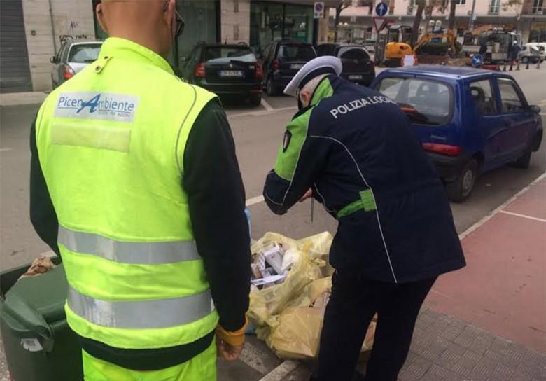 Multe di vigili urbani e Picenambiente in zona Ascolani per errori nel conferimento dei rifiuti