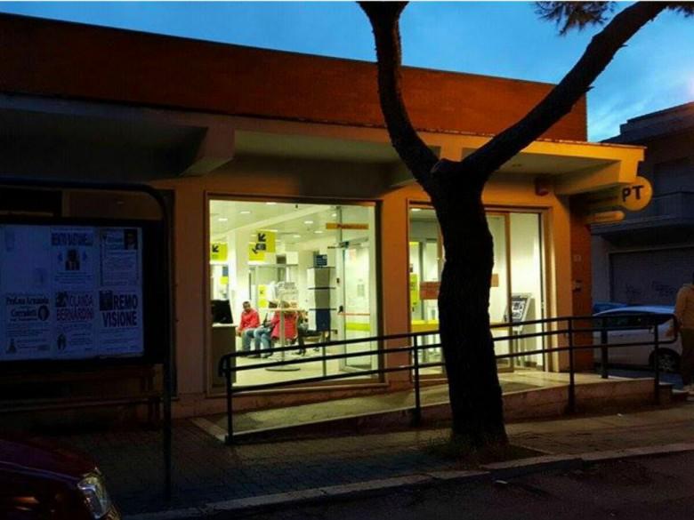 Ufficio Postale di via Piemonte, 9 marzo (foto di Matteo Bianchini)