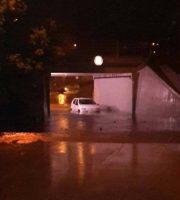 maltempo. auto bloccata nel sottopasso di via Bolzano
