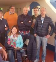 Ennio Capriotti dello chalet Da Luigi insieme ad alcuni corsisti del Laboratorio di comunicazione Ama Aquilone