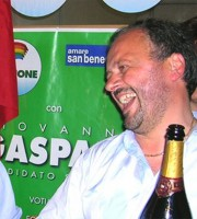 Gaspari festeggia la vittoria del 2006