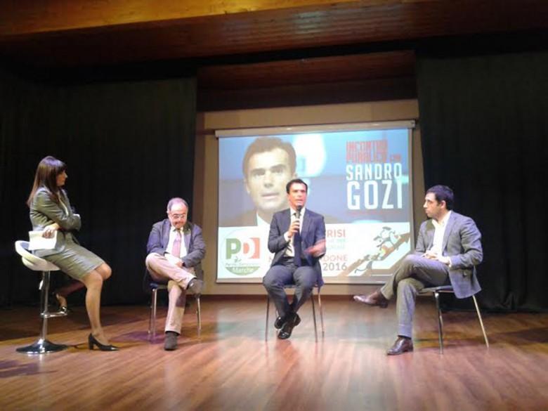 La giornalista Stefania Serino con il deputato Luciano Agostini, il sottosegretario Sandro Gozi e il segretario regionale del Pd marchigiano Francesco Comi