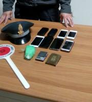 Materiale sequestrato dai finanzieri (foto Guardia di Finanza Macerata)