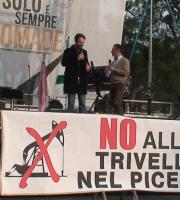 Neri Marcorè a San Benedetto con il comitato No Triv