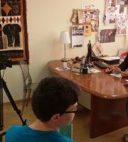 Stefano Girolami intervistato dai partecipanti al laboratorio di comunicazione dell'Ama-Aquilone