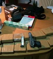 Materiale sequestrato dai carabinieri (foto Carabinieri di Giulianova)