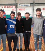 Alcuni alunni del Capriotti con Ghidini