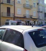 Ambulanza in piazza Garibaldi, 6 maggio