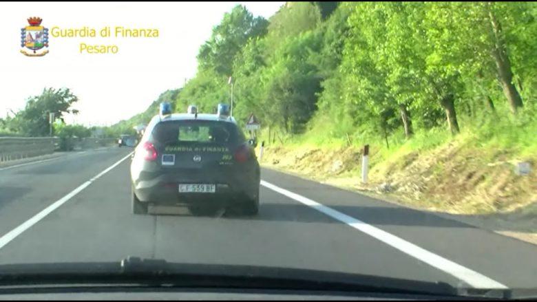 Blitz delle Fiamme Gialle (foto Guardia di Finanza Pesaro)