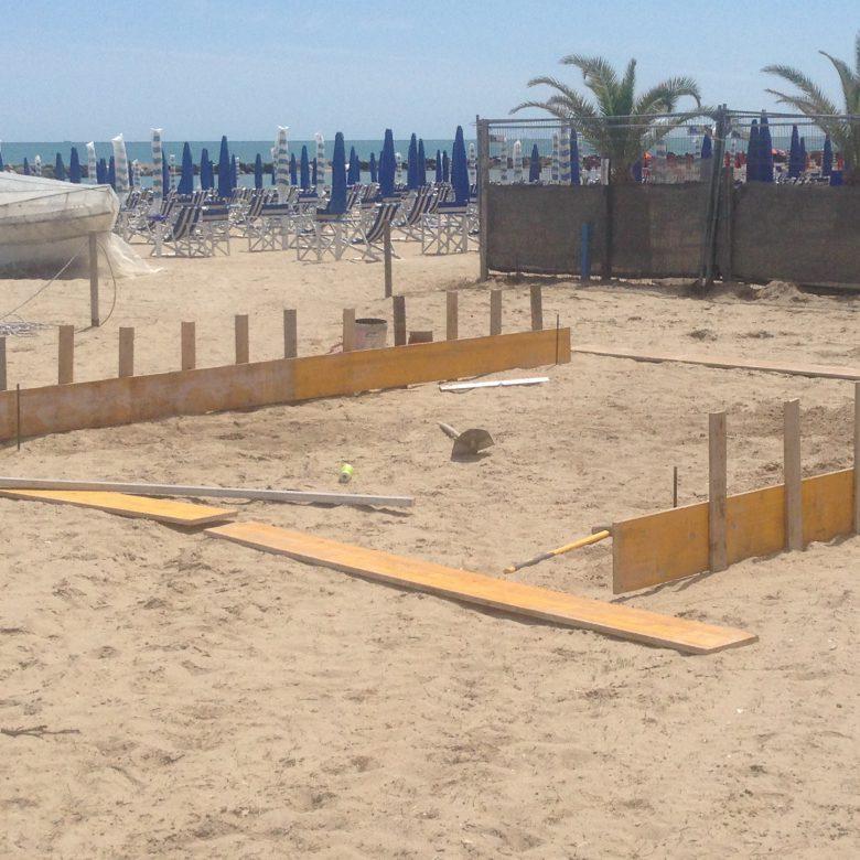 Cemento sulla spiaggia in via San Giacomo 5