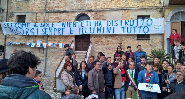 Festa in piazza per la Samb ad Acquaviva con il sindaco Pierpaolo Rosetti foto Sambenedettesecalcio