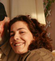 Il poeta Lawrence Ferlinghetti con Giada Diano, autrice della sua biografia che presenterà sabato 7 maggio al Teatro dell'Arancio