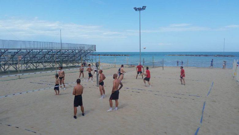 Ultimo allenamento sulla sabbia per i rossoblu (foto da profilo Facebook della Sambenedettese Calcio)
