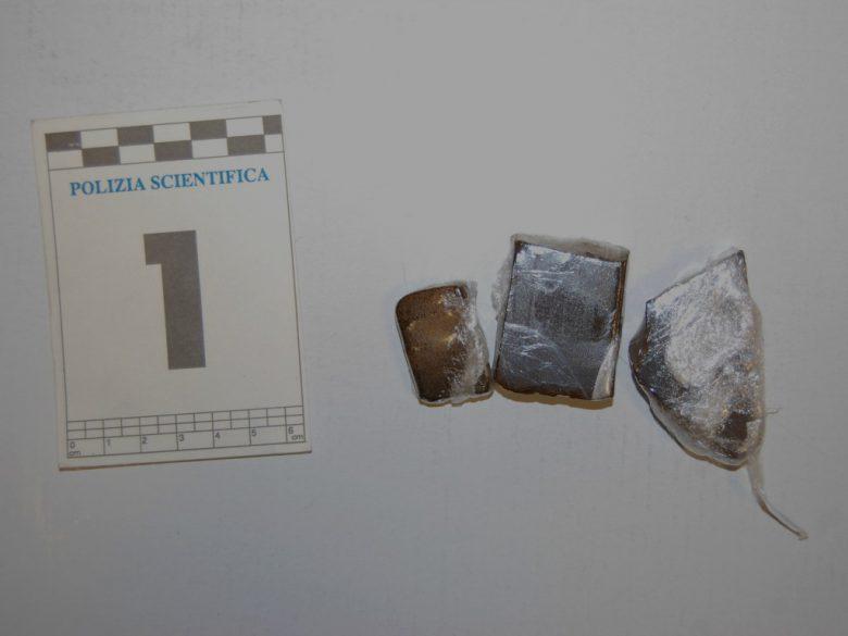 Droghe sequestrate (foto Questura di Ascoli)