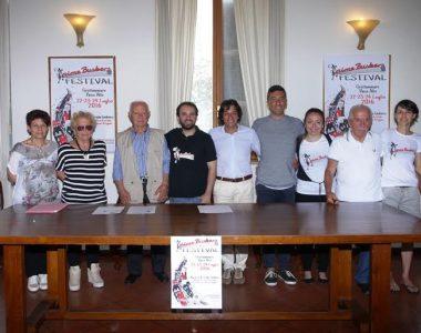 Foto di gruppo per l'Anime Buskers Festival