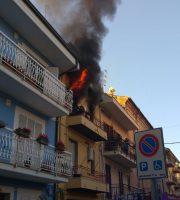 Incendio a Grottammare (foto di Enrico Ciarrocchi)