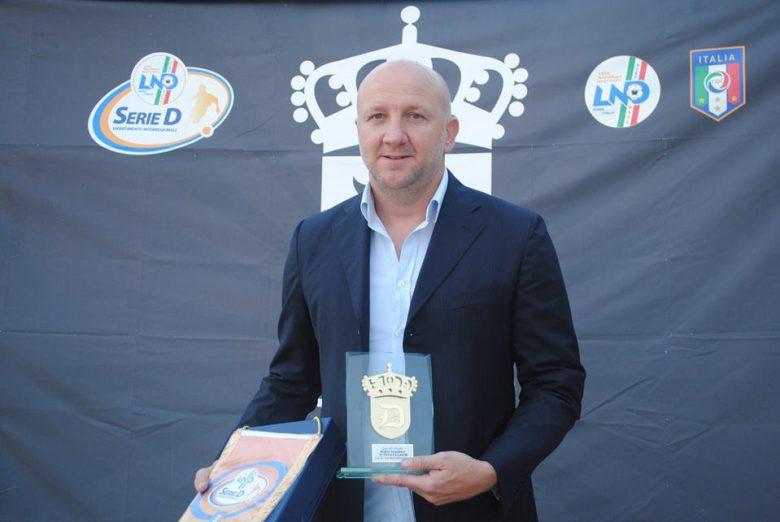 Ottavio Palladini premiato a Viareggio (foto tratta dal sito della Sambenedettese)