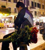 Venditore rose (foto di repertorio tratta dal sito sanremonews.it)
