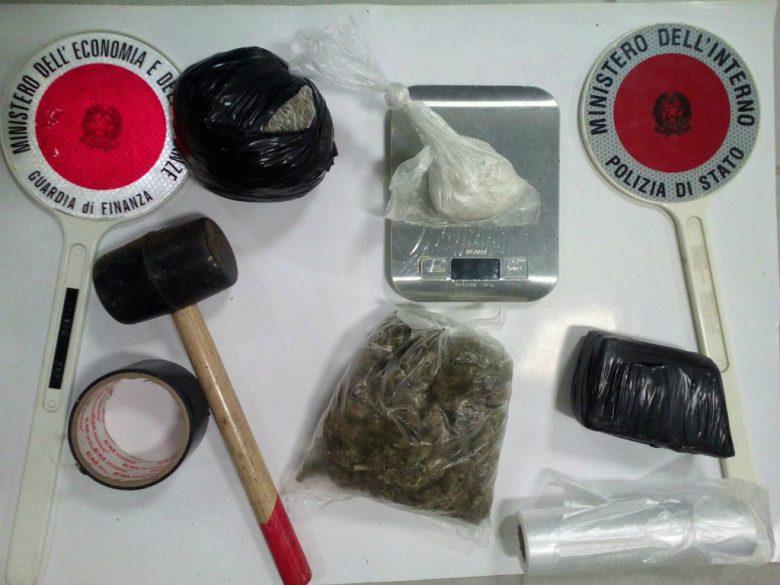 Droga rinvenuta (foto Guardia di Finanza e Polizia di Chieti)
