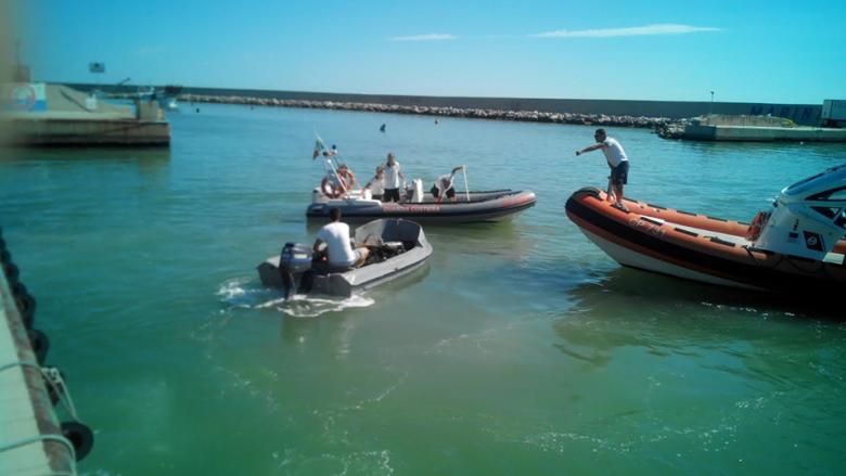 Guardia Costiera in azione a Porto San Giorgio (foto tratta dalla pagina Fb Corpo delle Capitanerie di Porto - Guardia Costiera)