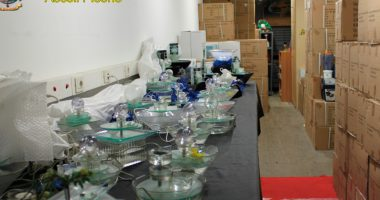 Merce sequestrata (foto Guardia di Finanza Ascoli Piceno)