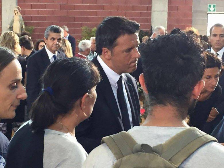 Il premier Renzi ad Ascoli, all'interno della palestra