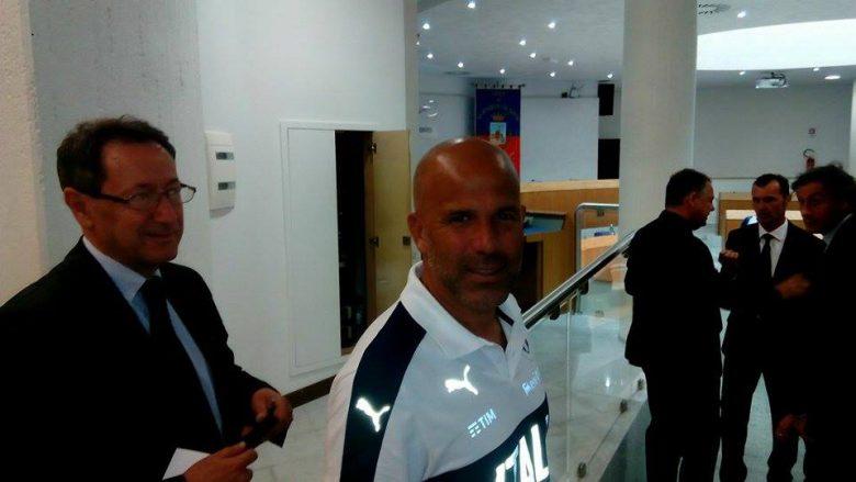 Il sindaco Piunti con il Ct Di Biagio in Comune, 9 agosto