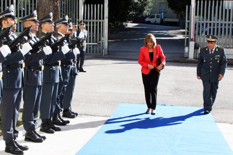 Prefetto Patrizi in visita alle Fiamme Gialle (foto Gdf Teramo)