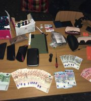 Materiale rinvenuto dai carabinieri (foto Carabinieri di Fermo)