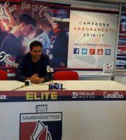 Il dirigente sportivo Federico parla con la stampa