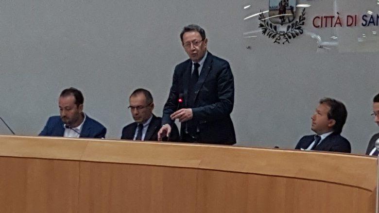 Il sindaco Piunti durante il suo primo intervento