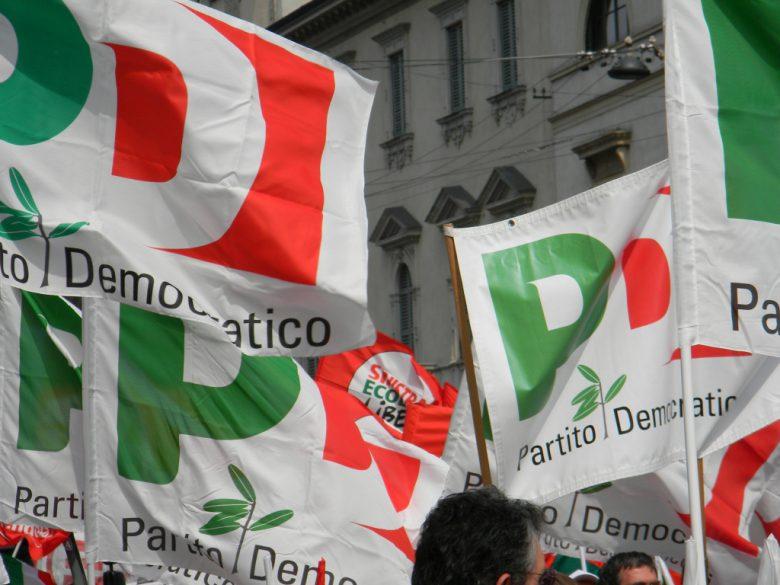 Bandiere del Pd (foto Google)