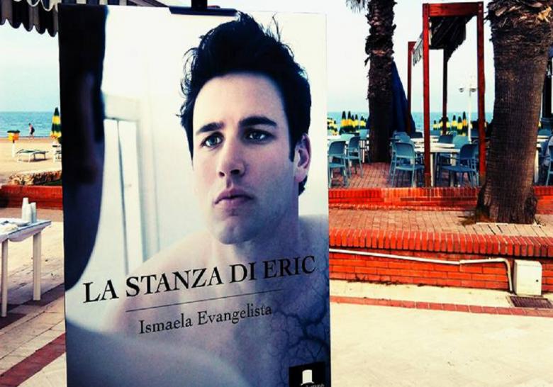 Gigantografia della copertina del romanzo