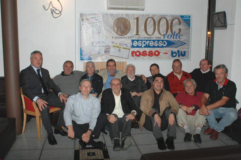 Mattia Troiani tra fondatori e amici di Espresso Rossoblu
