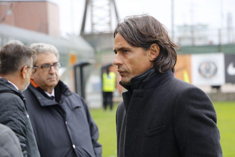 Pippo Inzaghi in panchina (foto Matteo Bianchini)