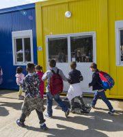 Studenti di Amatrice nei moduli scolastici, foto Tgcom24