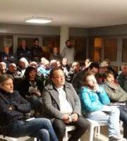 Il pubblico assiste all'incontro per il No
