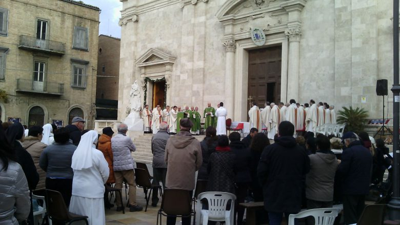 chiusura-della-porta-santa-al-termine-dellanno-giubilare-presente-il-vescovo-carlo-bresciani