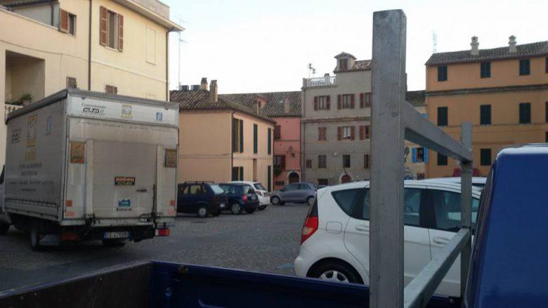 piazza-bice-piacentini-con-le-automobili