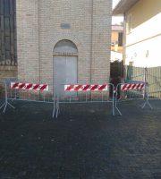 transennata in via precauzionale la torre del campanile della Chiesa Sacro Cuore in piazza Cavour