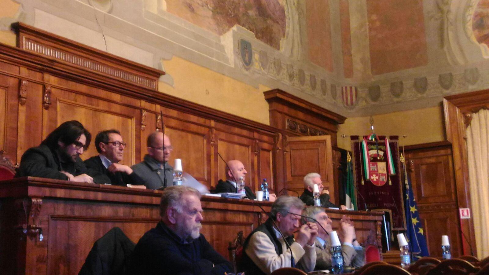 Assemblea sindaci del piceno presente anche piunti for Piani di costruzione del negozio