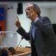 Giorgio De VEcchis durante il suo intervento in Consiglio Comunale