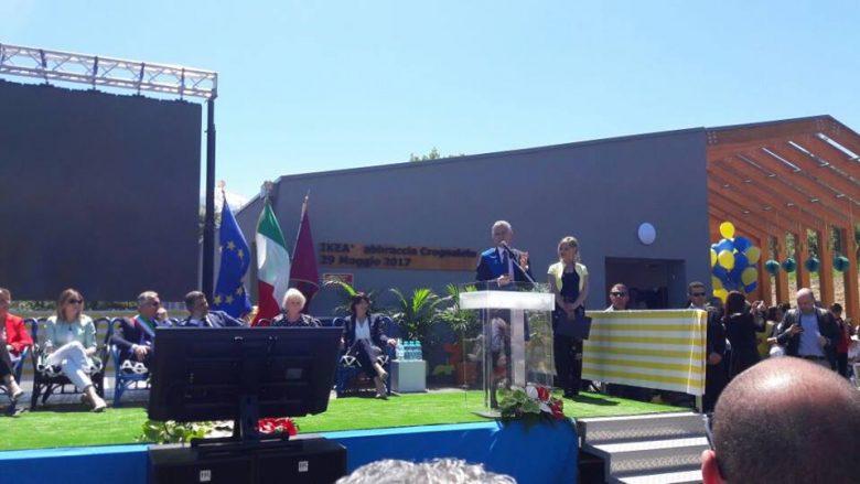 La Boschi inaugura la scuola IKEA a Crognaleto
