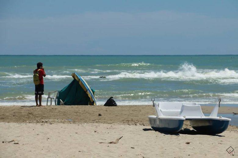 Grottammare, si getta in acqua per salvare il figlio: muore turista 44enne