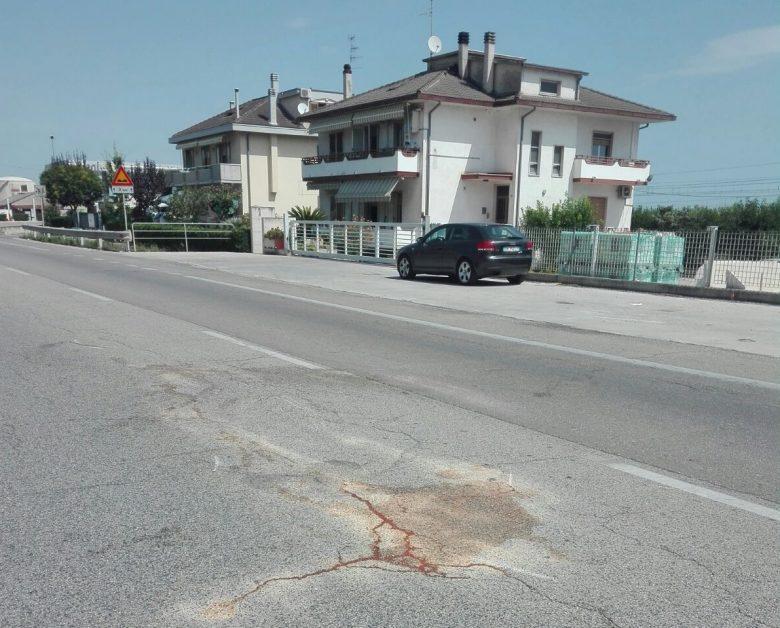 Villa Rosa, auto contro moto sulla Statale: traffico in tilt